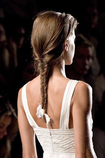 прически с косичками 2011 на длинные волосы