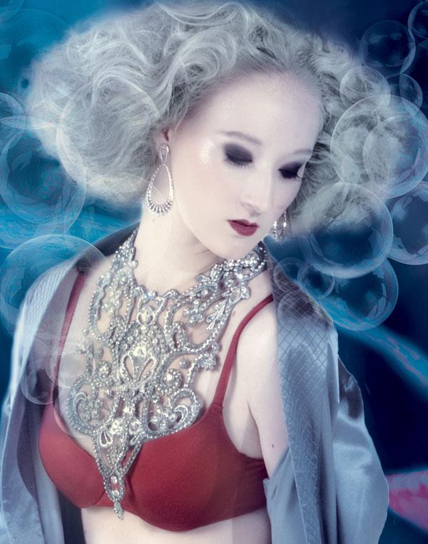 Hobe Christian Dior, lingerie L'etage, colar Lully Accessories e brincos Carla Amorim
