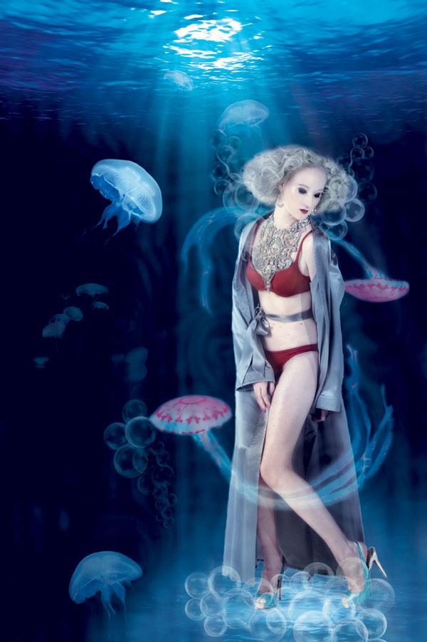 Hobe Christian Dior, lingerie L'etage, sapatos Christian Louboutin, colar Lully Accessories e brincos Carla Amorim